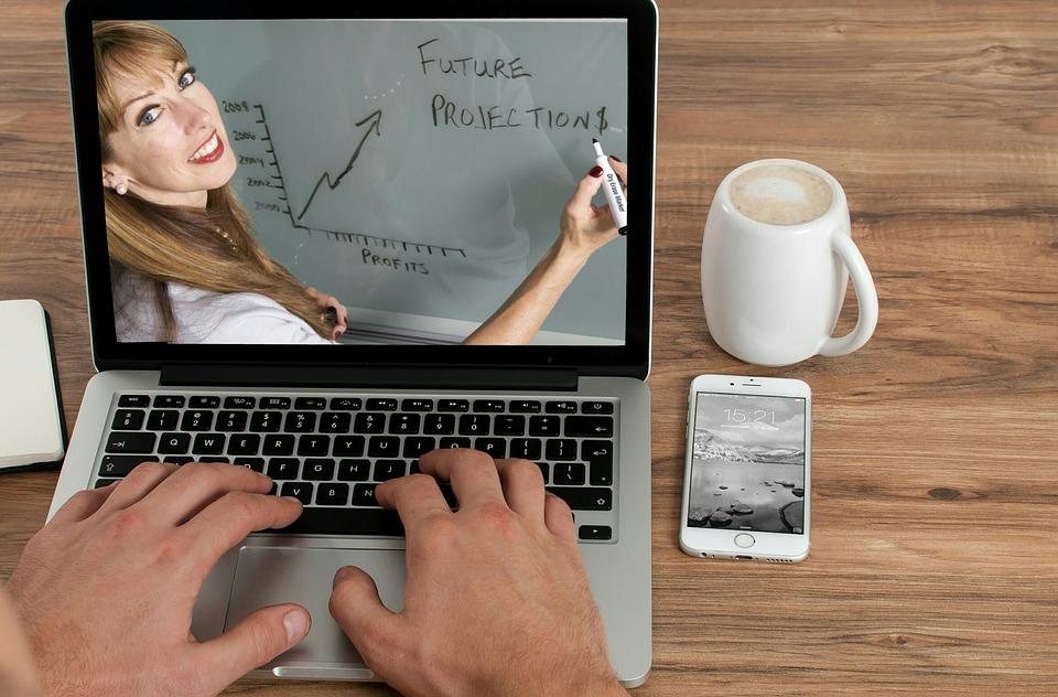 Travailler de chez soi et gagner de l'argent - Donner des cours en ligne
